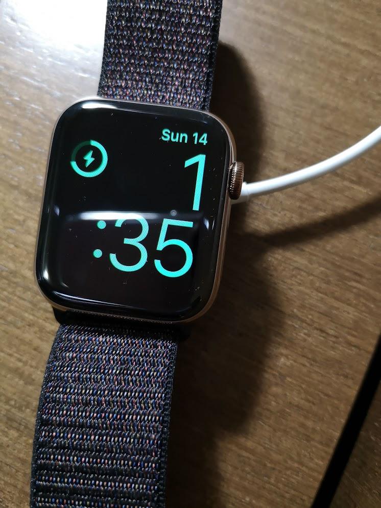 Apple Watch 4 充電
