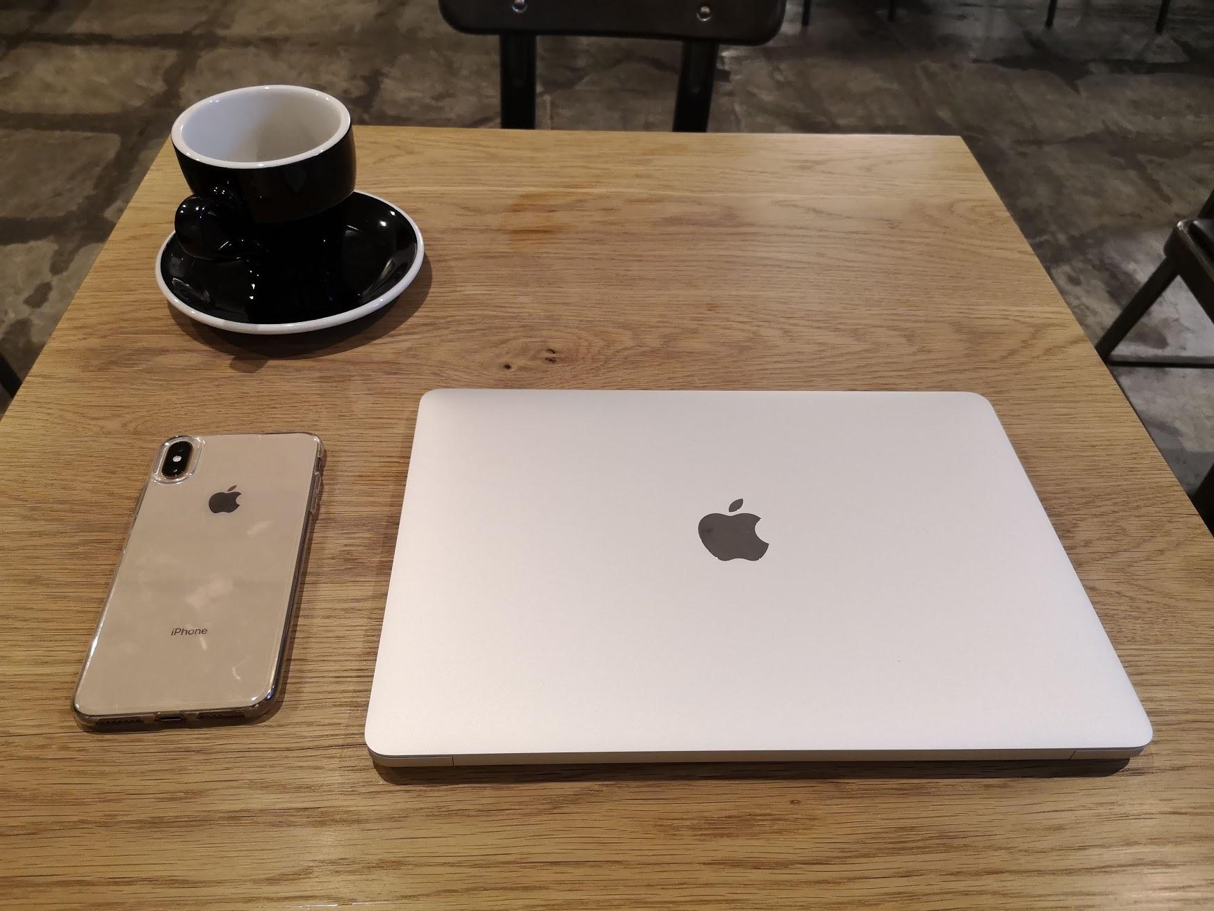 MacBook Air 2018の重さはどうか?カフェでの作業や持ち運びに向いている?